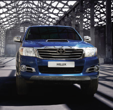 Hilux 4x4, Blue exterior, front view, close up