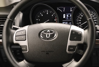 Land Cruiser V8 2012 | Interior | Toyota UK