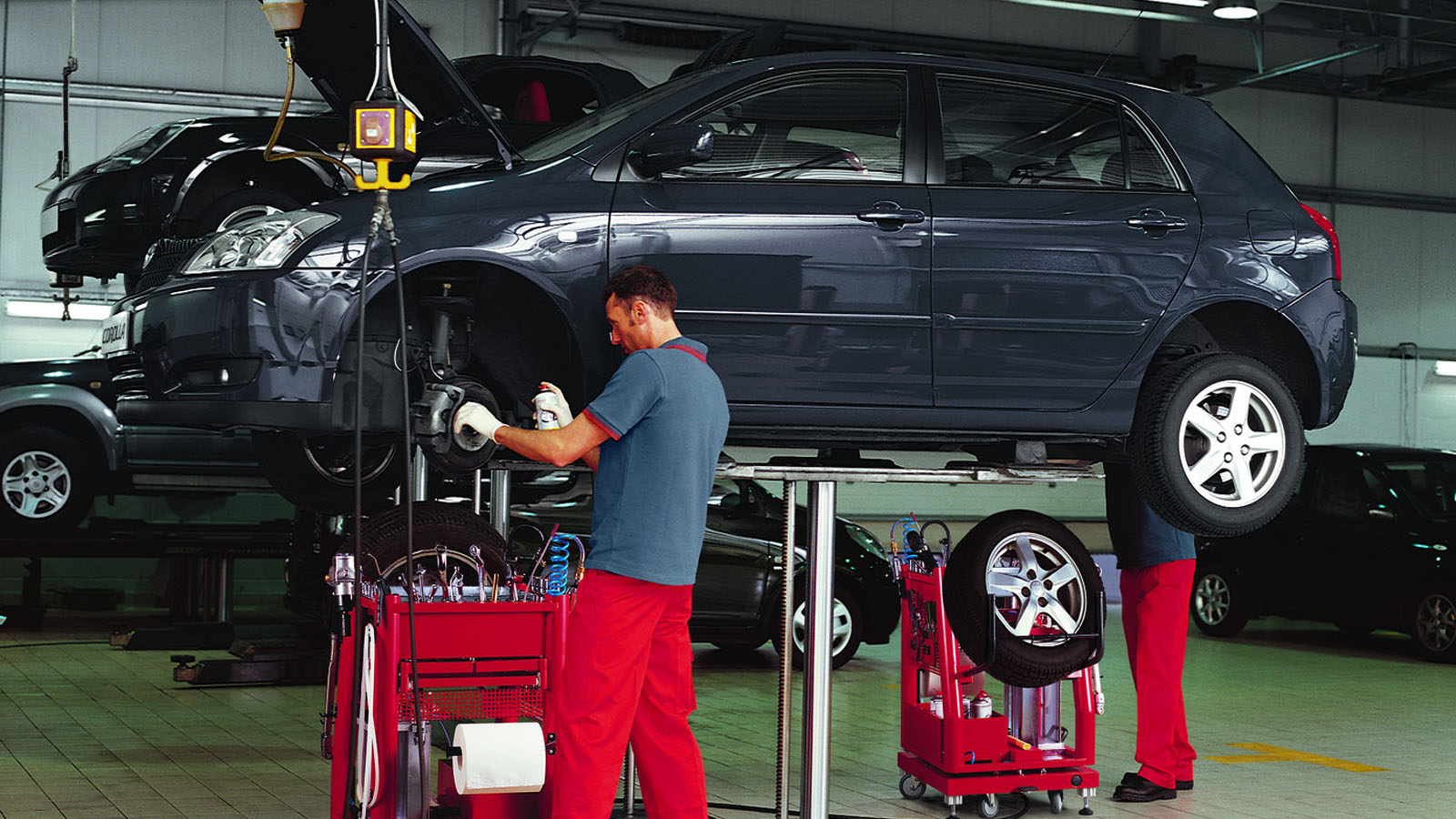 Trygg Bilservice Med Toyota Verkstad Toyota Sverige